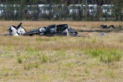 美國小飛機墜毀沃爾瑪旁 5死1奇蹟生還
