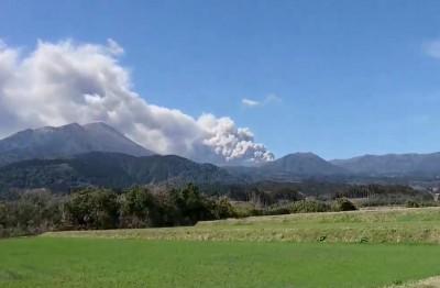 地震次數大增 日本新燃岳火山警戒等級提高