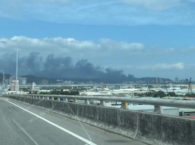五股鐵皮工廠大火 延燒3棟廠房黑煙瀰漫天際