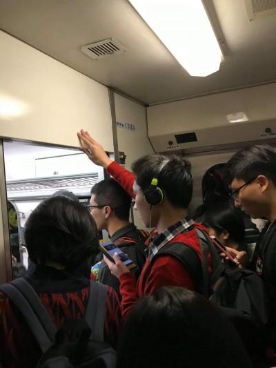 站5小時也要返鄉投票 台鐵181末班自強號擠爆