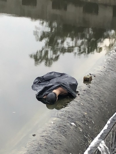 浮屍?台南郊區大排撈「屍」竟是遭丟棄的模特兒