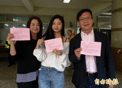 張廖萬堅與首投族女兒投票 預估投票率較本屆提高近10%