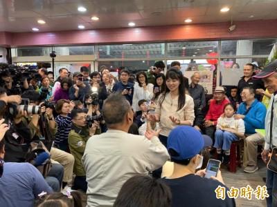 戰況激烈!高嘉瑜現身競選總部 目前領先李彥秀約1000票