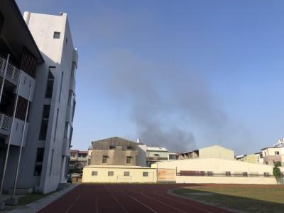 台南仁德輪胎工廠火警 鄰近學校緊閉門窗因應無人不適