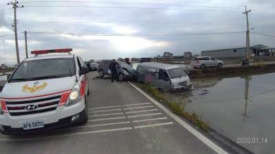 砰!與休旅車相撞 診所交通車衝入田中7人傷