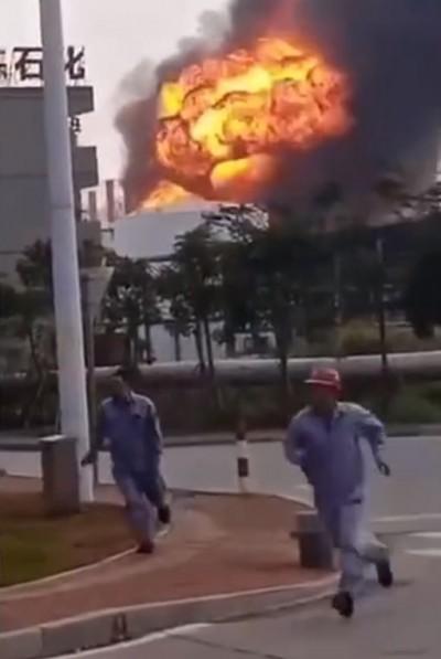 廣東珠海石化工廠驚傳爆炸 火光沖天、黑煙密布