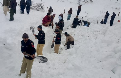 巴基斯坦雪崩已77死 女童受困18小時幸運獲救