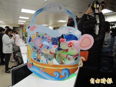 高雄「鼠一鼠二」小提燈亮相 韓國瑜造訪兒童病房給驚喜