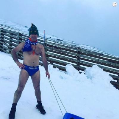 英國超狂「泳褲哥」做公益 裸身苦行2700公里募款