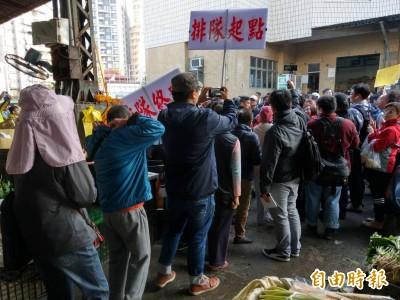 深陷罷韓風暴 韓國瑜今早巡訪果菜市場發紅包