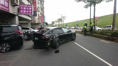 特斯拉電動車與轎車擦撞 殃及路邊10歲女童送醫不治