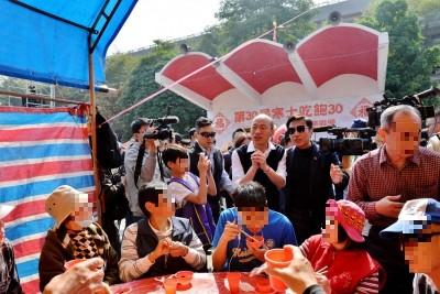 早起累了嗎?韓國瑜出席寒士尾牙「全國4萬桌」急改口4千桌