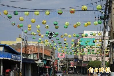 免下車遊燈河! 鹿港「頂番婆」點燈一條街欣賞1500個燈籠