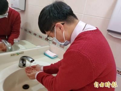 武漢肺炎》不用搶購N95 醫生︰勤洗手、外科口罩就夠了