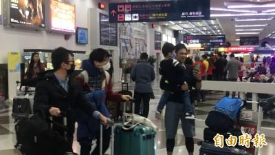 武漢肺炎》返台旅客戴N95口罩 陳其邁:加強邊境管制