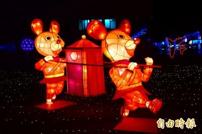 岡山「老鼠娶親」燈會 70米銀河燈廊璀璨岡山公園