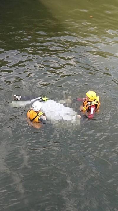 台中港三井OUTLET北側碼頭 遊客發現男浮屍