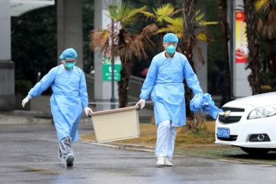 武漢肺炎》中媒夜訪武漢市醫院  看病至少排等4小時