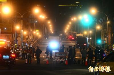 中正橋重慶南路高架橋今晚開拆 民眾紛拍攝留念