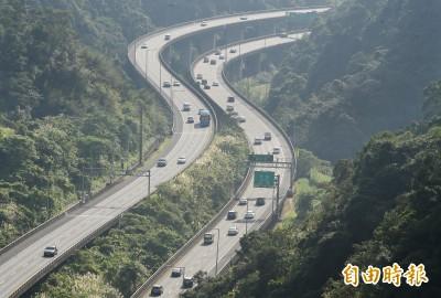 國道上午估有南下車潮 多路段時速未達40公里