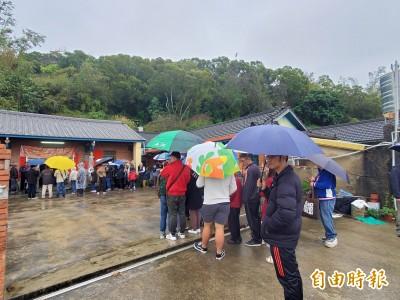 馬英九馬家庄祭祖 下大雨現場不到100人