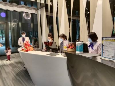 新北市旅館業者自律 即起員工一律戴口罩上班