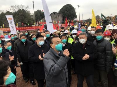 武漢肺炎》進貢?網傳台商被迫捐口罩 讓中國老闆向官員「拍馬屁」