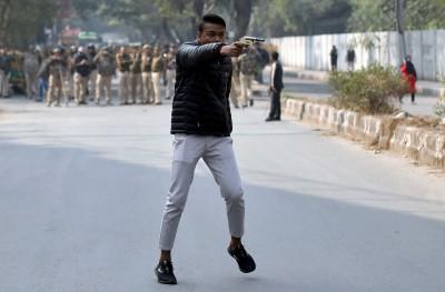 爆發槍擊案!印度教少年跑80公里外 射傷反公民法示威者