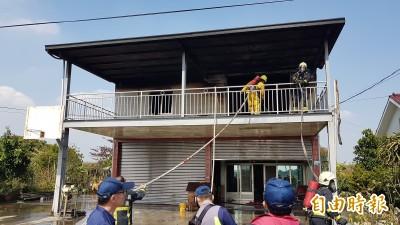 嘉義住宅火警 消防員滅火跌落受傷