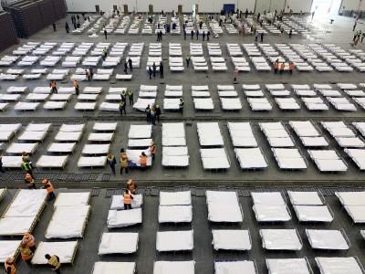 武漢肺炎》上千名患者集體暴露... 武漢3處方艙醫院內部照曝光