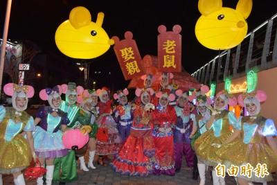 桃園燈會「老鼠娶親」歌舞劇 民眾也加入娶親踩街超逗趣!