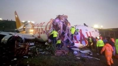客機降落伊斯坦堡機場滑出跑道 機身斷成兩截