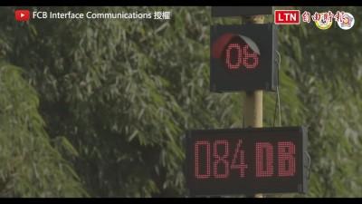 再按喇叭讓你紅燈等不完 孟買警察這招效果十分顯著