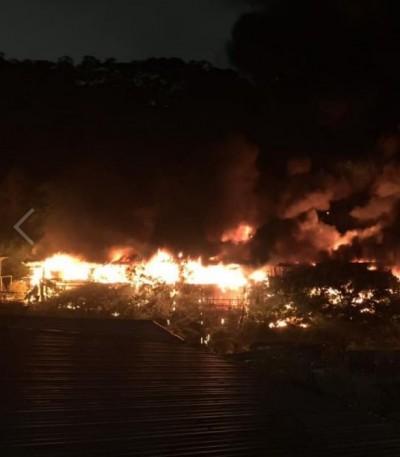 北市外雙溪景觀餐廳火警 暗夜紅光衝天