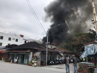 花蓮知名「佳興冰果室」起火濃煙竄天 5傷送醫