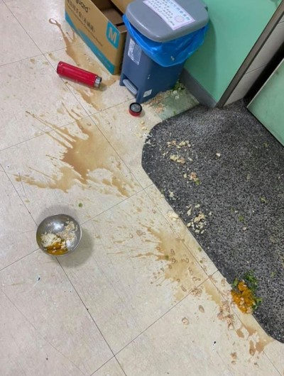 誇張!嫌棄醫院餐想吃泡麵 病人竟照三餐摔飯菜