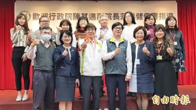 武漢肺炎》視察健保署  陳其邁鞠躬感謝讚「各位是無名英雄」