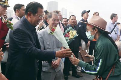 武漢肺炎》威士特丹號沒驗出病毒 上千人在柬埔寨下船