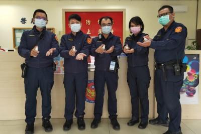 武漢肺炎》台中太平分局300員警 每人發消毒水隨身瓶