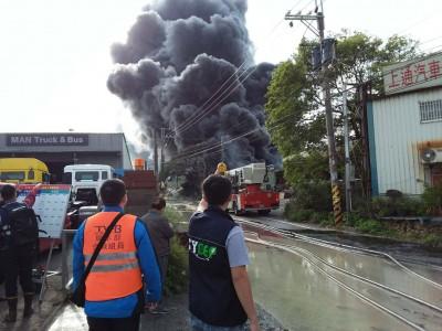 龜山化學倉儲工廠大火飄惡臭 環保局祭重罰