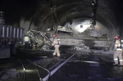 南韓隧道30多車連環追撞釀3死43傷  化學槽車翻覆失火
