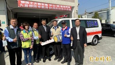 南市再添救命利器 企業捐贈救護車、多功能生理監視器
