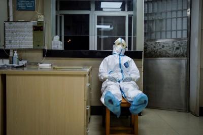 武漢肺炎》竟對女性醫護人員做這種事...中網炸裂:自願的嗎!
