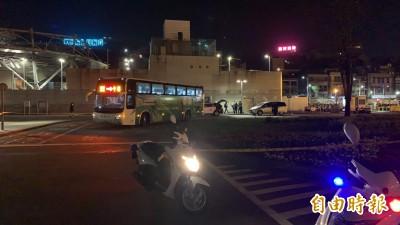 基隆火車站外客運撞死人 男子爆頭命喪輪下