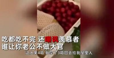 女子炫耀防疫物資吃不完 湖北3人慘被免職
