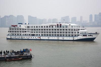 武漢肺炎》鑽石公主號翻版?中國徵召7艘客輪安置武漢醫護