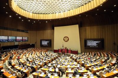 武漢肺炎》450人公聽會主辦者確診!南韓國會宣布暫時封鎖