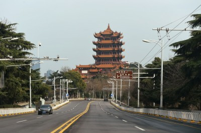 武漢肺炎》政策髮夾彎遭批!中國湖北省再令武漢「嚴格封城」