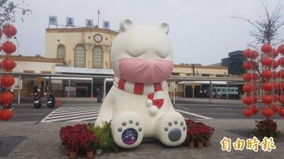卡哇伊!嘉市「沉睡大白熊」戴口罩登雅虎日本首頁 網讚防疫認真