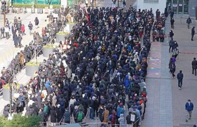 武漢肺炎》羨慕台灣!韓國郵局開賣25元口罩 民眾排隊6小時